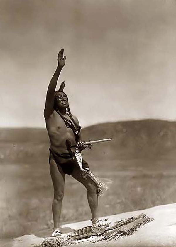 photo by Edward S. Curtis, 1907, courtesy of www.old-picture.com