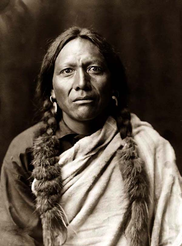 photo by Edward S. Curtis, 1905, courtesy of www.old-picture.com
