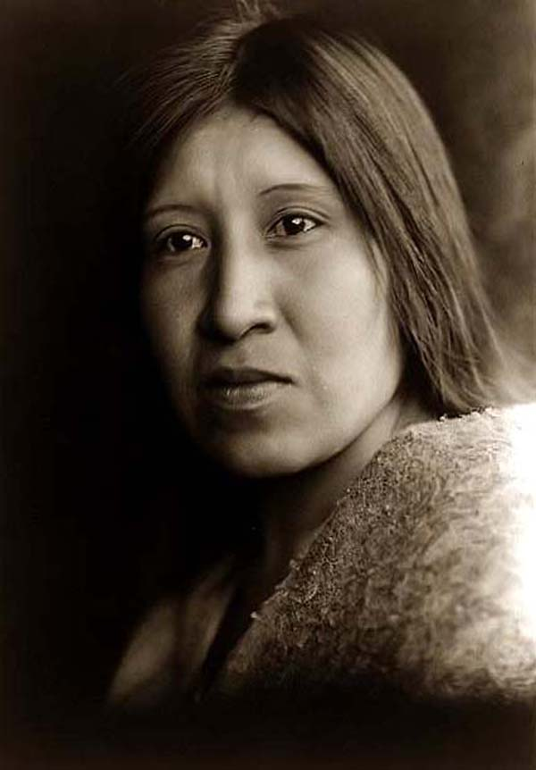 photo by Edward S. Curtis, 1924, courtesy of www.old-picture.com