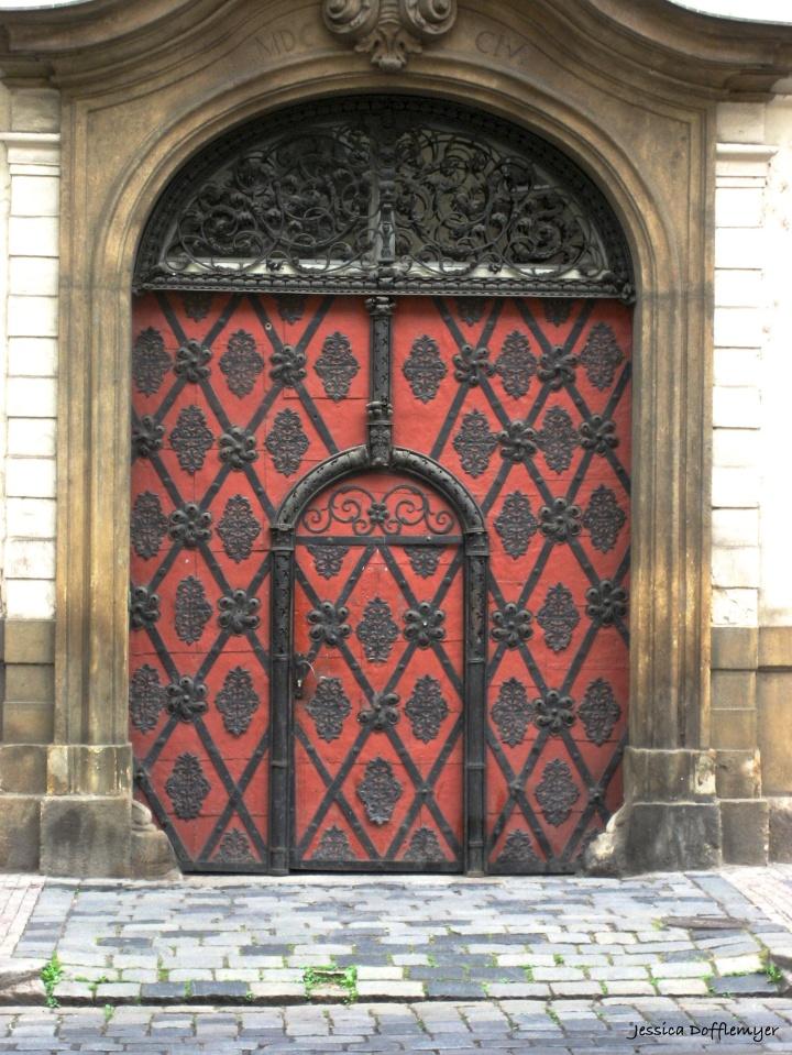 2015-10-27_czech red door