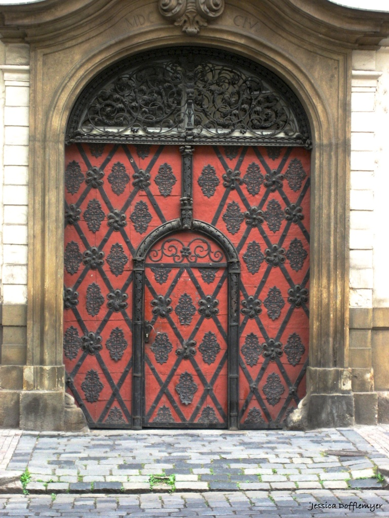 2015-10-27_czech red door